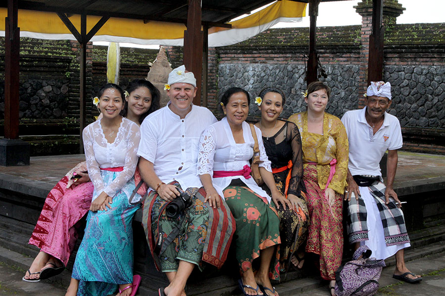 Kirk Johnson in Bali with students