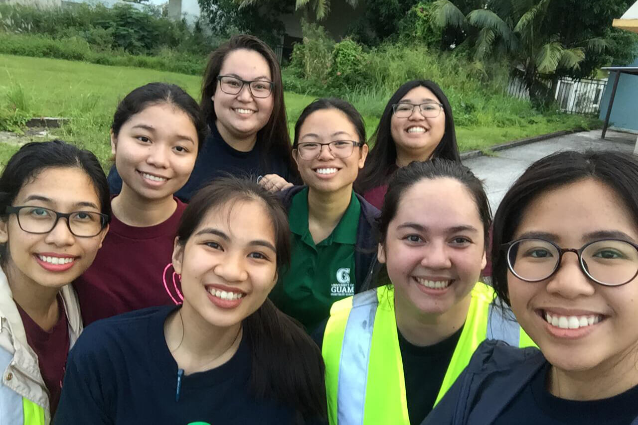 Students assist with the Dengue Fever Homeless Outreach effort in October 2019.