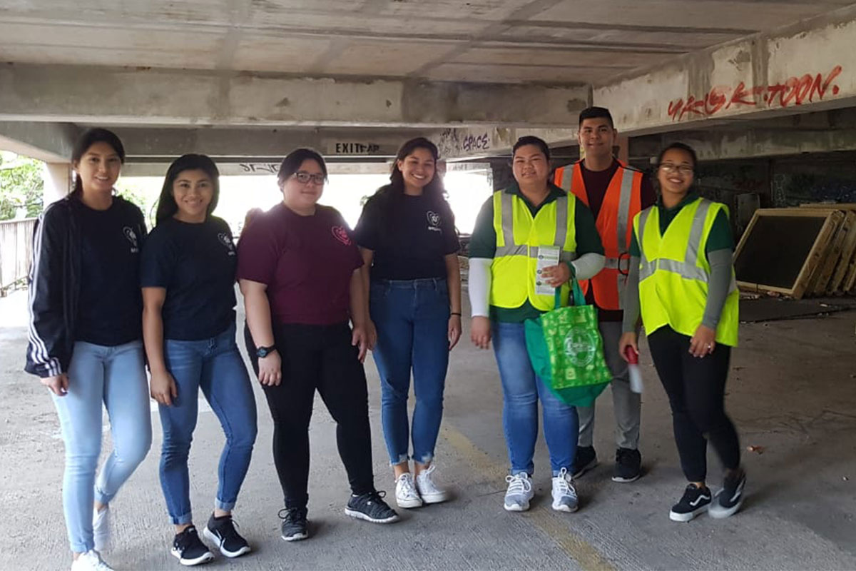 Students distribute mosquito repellant and nets to the homeless
